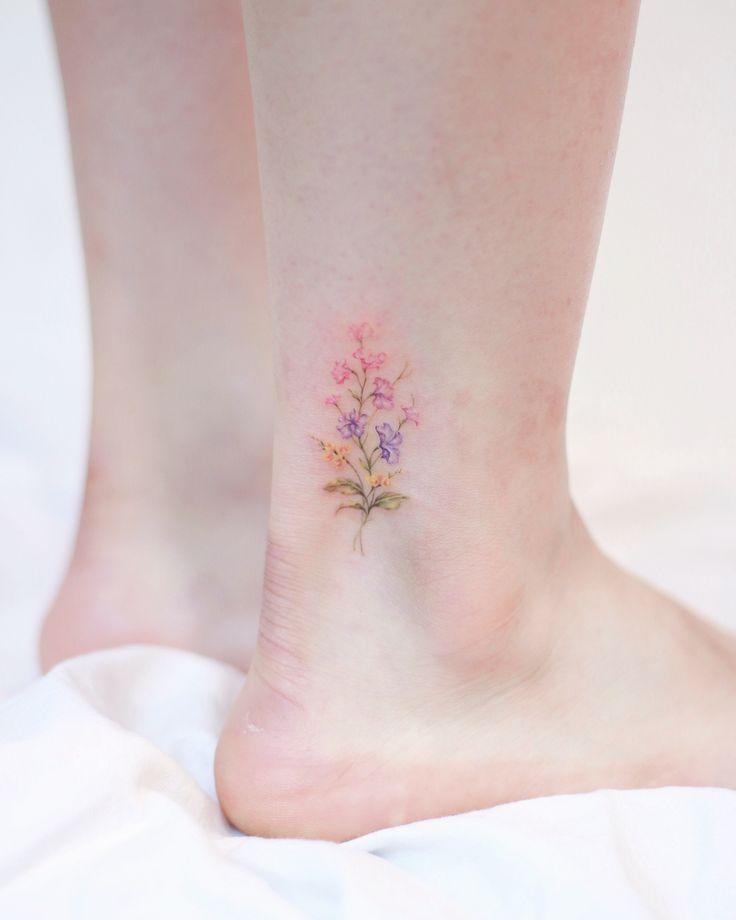 40 Most Adorable Small Flower Tattoos for Women #flowertattoos #flowertattoosforwomen #tattoosforwomen #tattoosforgirls
