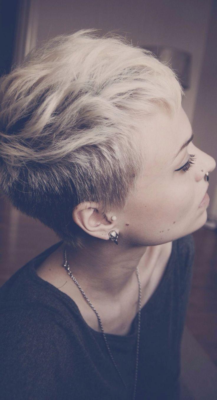 Coupe courte femme blonde parce que la crinière XS, c'est hyper tendance