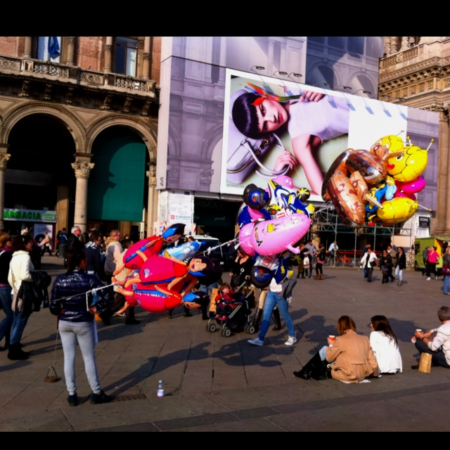 Shiny Milan balloons