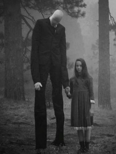 La leyenda de Slender Man casi se cobra a la primera víctima, y 2 niñas de 12 años se enfrentan a 65 años de prisión. - Plus