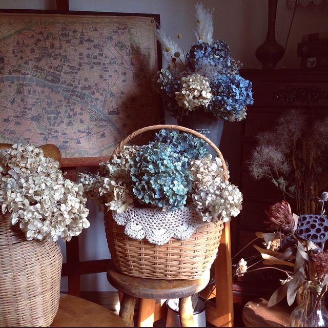 chiekoさんの、スモークツリーのドライ,紫陽花ドライ,地図,かご,自家製ドライフラワー,イーゼル,リビング,のお部屋写真