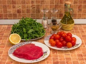 Салат с тунцом, рукколой и черри. Ингредиенты