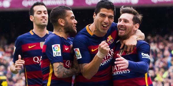 Barcelona - Penyerang Barcelona, Luis Suarez, berpeluang besar meraih penghargaan trofi Sepatu Emas Eropa. Tetapi, dia lebih termotivasi menjuarai gelar bersama tim.