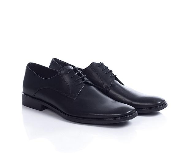 Pantofi din piele naturala de culoare neagra, simpli, clasici, mereu la moda, foarte comozi, pot fi purtati zilnic la birou sau la iesirile cu prietenii.
