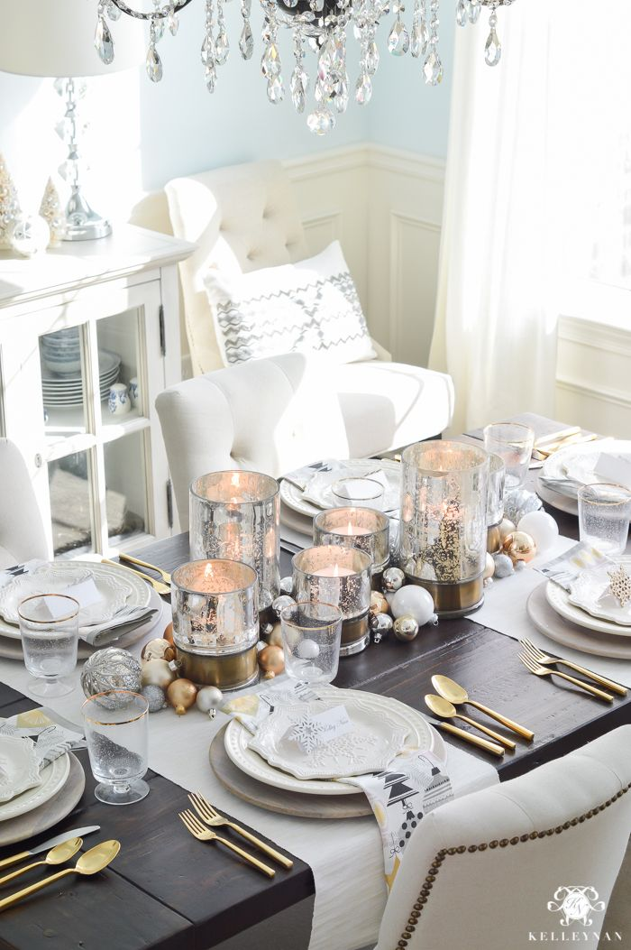 SIMPLY GORGEOUS: A SNOWFLAKE-THEMED CHRISTMAS DINNER TABLESCAPE