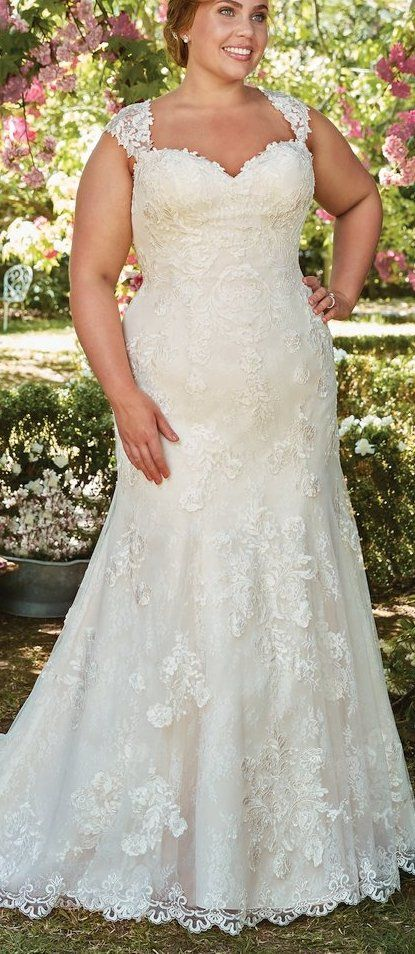 The Ultimate NOVIAS Guide to Wedding Gowns for Curvy Brides from Whitney of CurveGenius - Try the Brenda wedding dress by Rebecca Ingram with its fitted bodice and trumpet flare skirt.