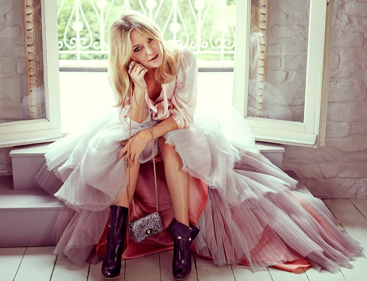 Kate Hudson: Mom Goldie Hawn Wouldn't Let Me Wear Heels Until I Was 12