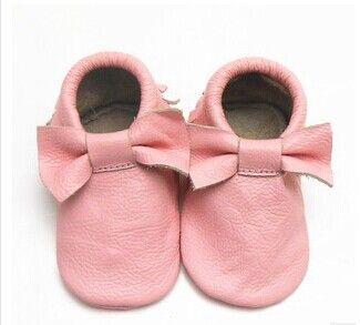 Дешевое Новый ребенок мокасины мягкие Moccs детская с бантом обувь новорожденных детские firstwalker против скольжения из натуральной телячья кожа детская обувь обувь, Купить Качество Первая обувь для малышей непосредственно из китайских фирмах-поставщиках:     Эти мягкие кожаные детская обувь ручной работы с Подробная шить. Все наши модели дизайн  Себе, так