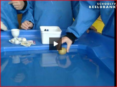 Beeldbank: drijven en zinken bij de watertafel. Flip en drijven