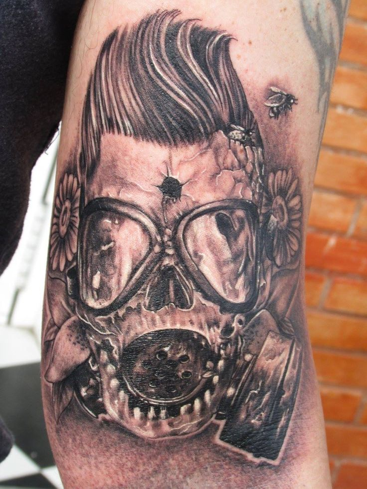 Skull tattoo gas mask tatuaje máscara de gas calavera por Raúl Agudo en Once Tattoo Sevilla