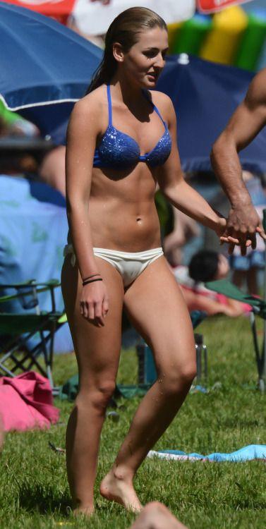 sexy bikini babe cameltoe