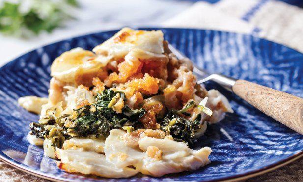 Ao tradicional gratinado de bacalhau acrescente o sabor incomparável da farinheira, regue com molho bechamel e leve a gratinar no forno, com queijo.