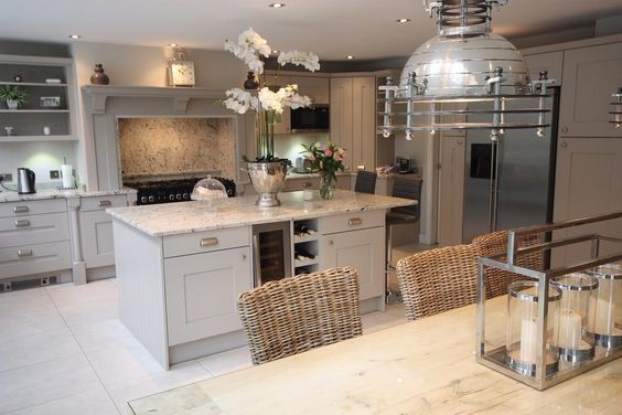 Elegant #Shaker #kitchen by @ShepherdsOfChes with natural #granite