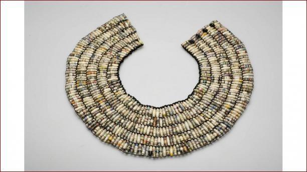 Halskraag/ketting van papieren kralen | Modemuze