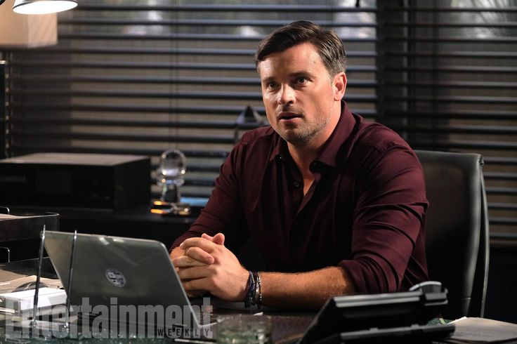'Lucifer' First Look: Tom Welling Makes His Debut  To celebrate Fall TV and our huge Fall TV Preview issue — hitting stands on Sept. 15 — EW is bringing you 50 scoops in 50 days, a daily dish on some of your favorite shows. Follow the hashtag #50Scoops50Days on Twitter and Instagram to keep up with the latest, and check EW.com/50-Scoops for all the news and surprises. Six years after the Smallville finale, Tom Welling finally makes his return to...  http://voiceactorsnews.com/enter..