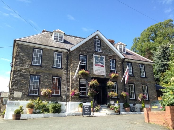 Get out of the #city and spend the #weekend The Castle Hotel, Bishops Castlel, England with #great #food, #stunning views and a #cosy #comfortable stay. Check out: http://ow.ly/Fmpo30duZLO