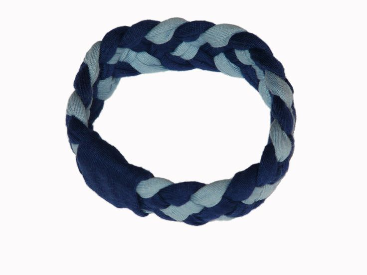 Navy & Airy Blue model combines the shade of navy blue (Navy) with very fashionable airy blue. It can be worn with contrasting colors (peach, orange) or classic way with white or shades of denim.