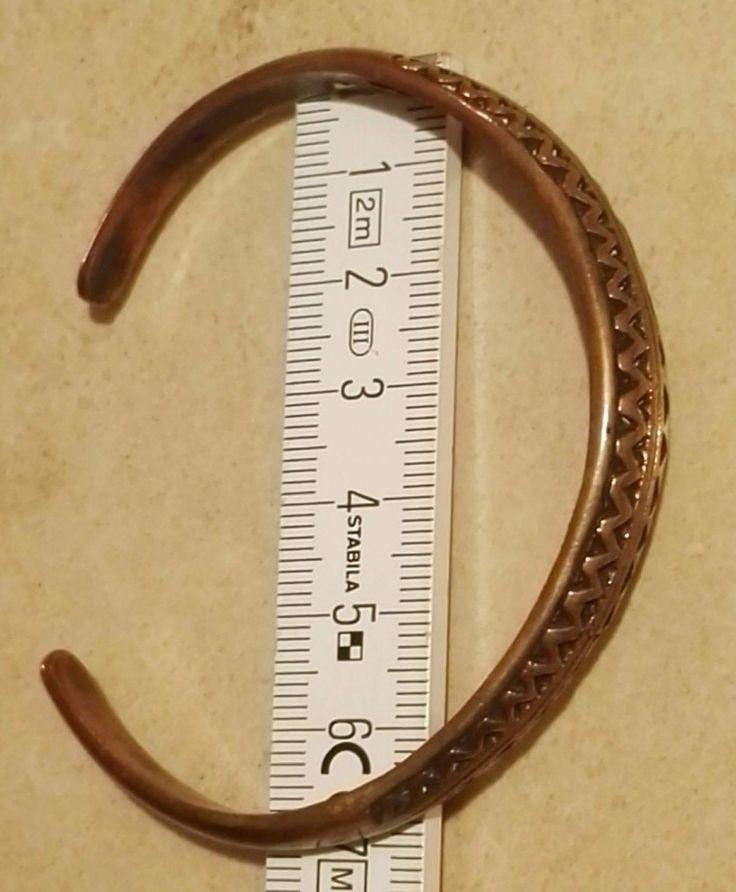 "Armring til håndled eller underarm..  ""zig-zag ornamentik"" Kan justeres i diameter så det passer dig...  Bronze  345 kr."