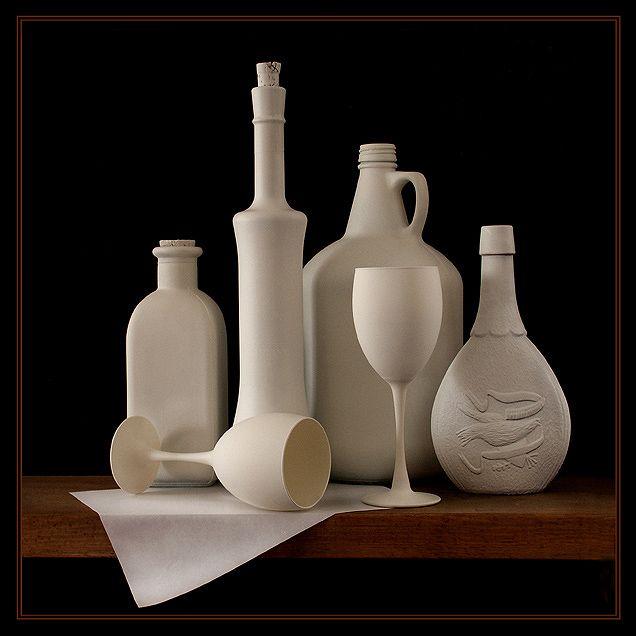 Чистая белая посуда (белый, бокал, бутылка, кувшин, натюрморт, посуда, цвета)