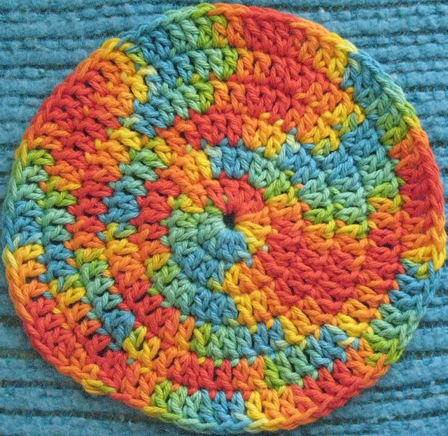 Spiral hotpad, free pattern.  I've made this with Lily Sugar 'n Cream cotton yarn as a gift --  it's fast, easy, & fun.   . . . .   ღTrish W ~ http://www.pinterest.com/trishw/  . . . .   #crochet #potholder #trivet
