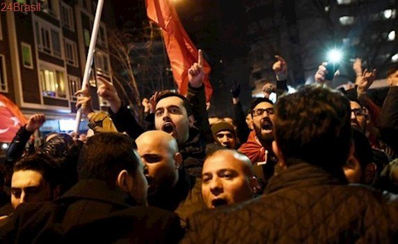 Turquia rompe relações de 'alto nível' com a Holanda