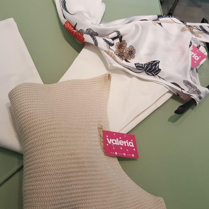 #jeans #bianco #skinny #canotta stampa #floreale #maglioncino #filo #valeria #abbigliamento