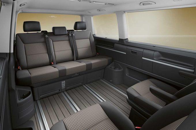 """Der VW Bulli wird 70. Auf dem Genfer Autosalon präsentiert der deutsche Hersteller deshalb ein Sondermodell namens """"70 Jahre Bulli"""". Es ist mit optischen und technischen Besonderheiten ausgestattet."""