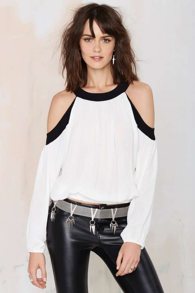 The Grin 'n Bare It Cold Shoulder Top is all about the bare maximum.