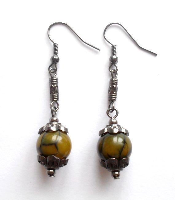 Örhängen med agater från http://ladyofthelake.se