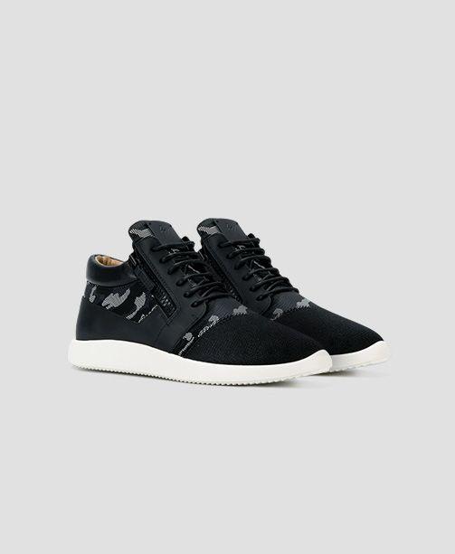 339b73eb9c Fakt ist: Sneaker sind ein absolutes Must-have! Wir lieben sie 24/7 und  trügen sie am liebsten immer und zu allem. Die Trends für 2019 sind vor  allem ...