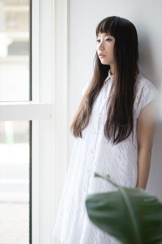 シュワルツコフオンライン ニュアンスストレートのダークなロングで 白シャツをクールに着こなす。 - ロングヘアスタイル - ヘアカタログ