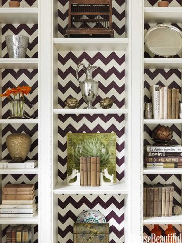 Herringbone pattern-backed bookshelves. Design: Christina Murphy. Photo: Jonny Valiant. housebeautiful.com. #bookshelves #books