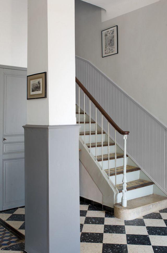 idée peinture couloir (un peu en dessous du plafond, fait paraitre le tout plus droit..)