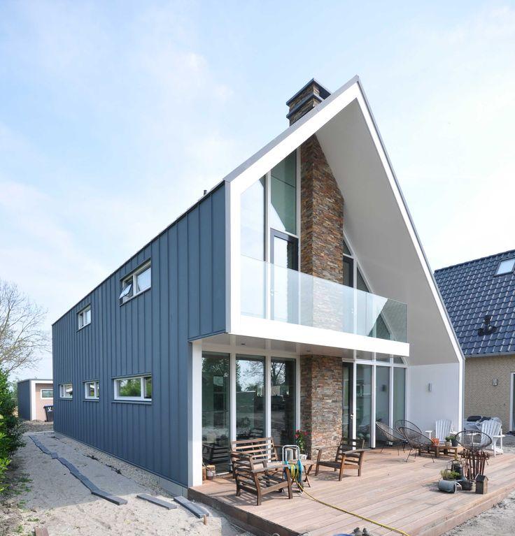 Prachtige moderne woning met aluzinken felsbanen ontwerp bongers architecten metalen - Huis buitenkant ...