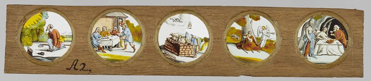 Anonymous | Vijf taferelen uit het Oude Testament, Anonymous, c. 1700 - c. 1790 | Vijf ronde glaasjes met taferelen uit het Oude Testament in een houten vatting. Het glas uiterst links: Mozes doet zijn schoenen uit bij de brandende braamstruik, hier verbeeld als een lichtgevende bol tussen de bomen. Het glas rechts daarvan: mannen rond een gedekte tafel voor een huis, een man draagt een grote kom voedsel aan terwijl vanuit de deur van het huis een vrouw toekijkt. (Vermoedelijk Abraham die de…