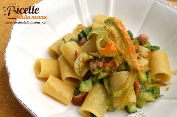 Ricetta pasta zucchine e fiori di zucca #recipe #spring #primavera #italianfood #pasta #zucchini