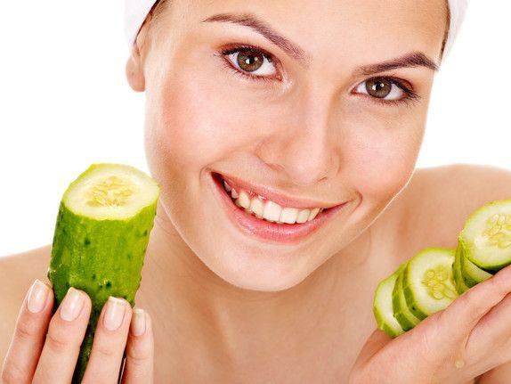 Beneficios del pepino para la piel   Wall Street International Magazine Wall Street, Beauty Queens, Cucumber, Skin Care, Vegetables, Food, Cucumber Water, Apple Vinegar, Cucumber Face Mask