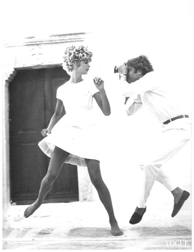 Ο Jeanloup Sieff, Γάλλος, μοντέλο και αργότερα φωτογράφος, και η ηθοποιός και θρυλικό μοντέλο Jean Shrimpton σε φωτογραφία του Richard Avedon, για τη Vogue (1967)