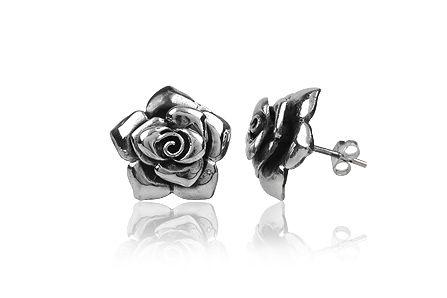 Cercei trandafiri stralucitori din argint Bijuteriile din argint La Femme Coquette sunt marcate de ANPC Produsul se livreaza in cutiuta cadou si insotit de Certificatul de Garantie si Calitate Pentru detalii si comenzi accesati linkul:  http://www.lafemmecoquette.ro/cercei-trandafiri-stralucitori-din-argint/