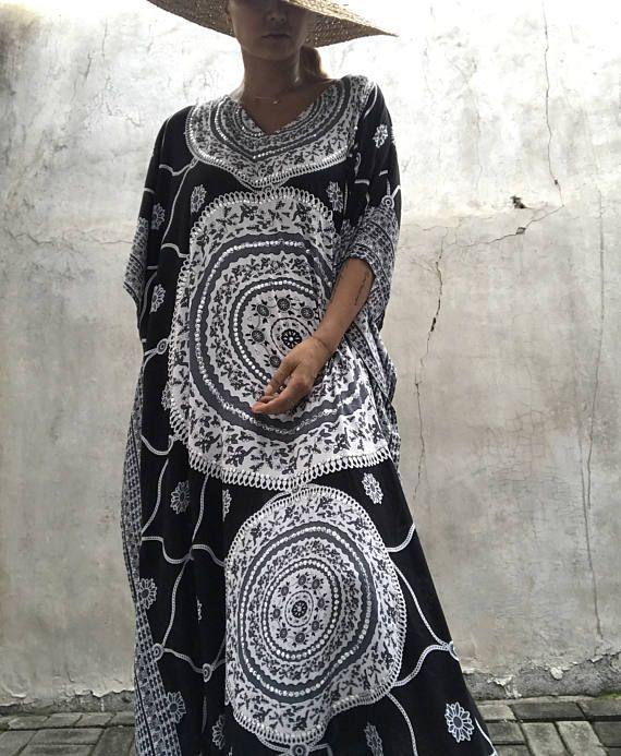 Marocco kaftan Dress è una perfetta aggiunta a qualsiasi donna, una splendida copertura di costume da bagno presso la spiaggia, così come un abito da sera glamour sopra maxi si tratta di lavaggio mano fredda Questo è il caftano ha uno zecchino di mano caftano sono taglia la maggior parte, e sembrano grandi in tutte le forme e dimensioni Materiale - rayon molle 👗Size-misura - tutto Fit size (Stati Uniti dAmerica - Medium ~ 3XL) 👗 🙏🏻The dimensione dellabito caftano può variare leg...