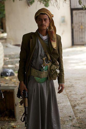 Yemeni man with jambiya dagger