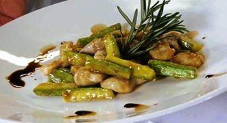 Straccetti di pollo e zucchine sfumati all'aceto balsamico