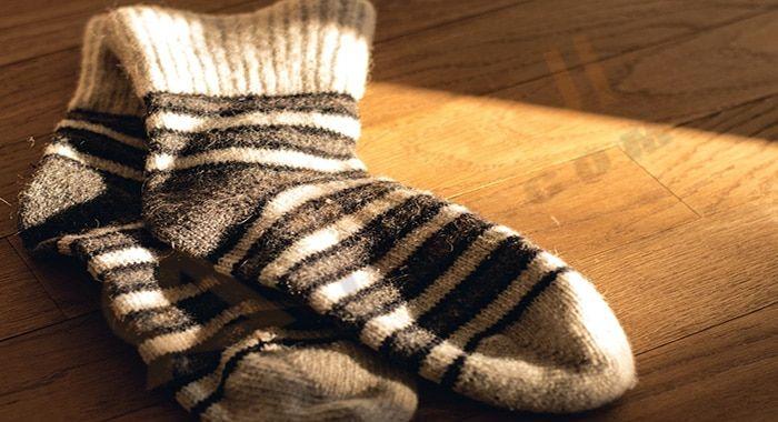 تفسير حلم رؤية الجوارب في المنام بالتفصيل الجوارب أو الش راب او الشرابات في المنام هي نوع من أنواع الملابس ترتدي في القدم الجوارب ا Socks Keep Warm Warm Feet