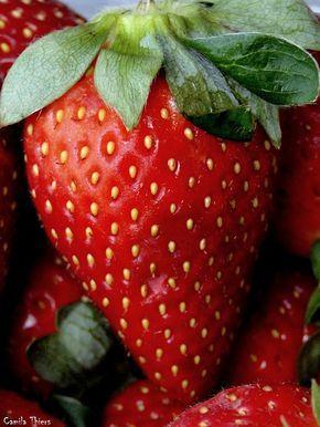 Deliciosas #fresas. En Bara las puedes encontrar en la barrita de masaje Heartbeats (http://www.baracosmetics.es/oscommerce/product_info.php?products_id=831), en los polvos corporales Pretty in pink (http://www.baracosmetics.es/oscommerce/product_info.php?products_id=822) o en el bálsamo labial Labios de fresa (http://www.baracosmetics.es/oscommerce/product_info.php?products_id=694). #baracosmetics #cosmeticanatural #naturalcosmetics #strawberry
