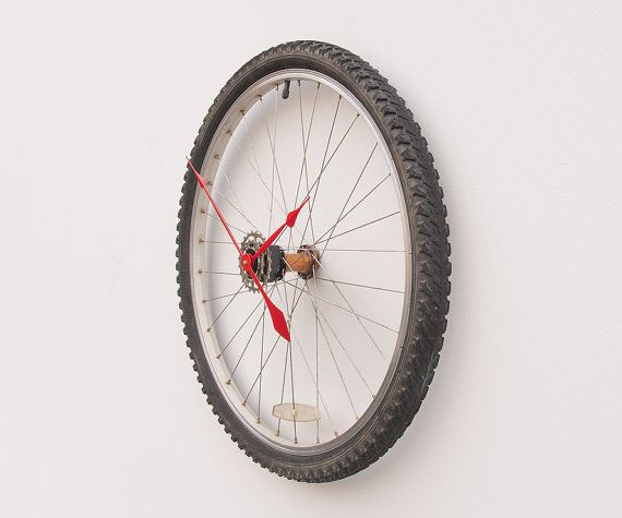 Recycled bike wheel and tire clock2