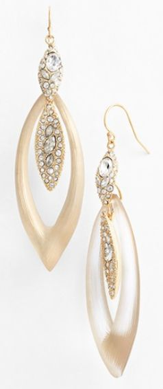 lucite drop earrings http://rstyle.me/n/tye56pdpe