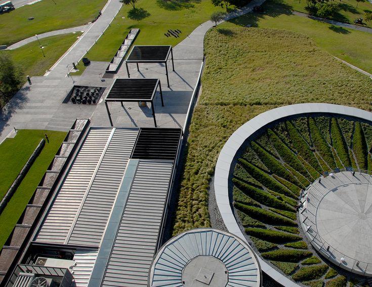 Arquitectura y Paisaje: las cubiertas verdes del Museo del Acero Horno 3, un…