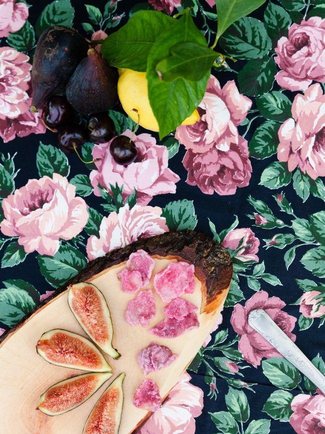 Vijgen en gesuikerde rozenblaadjes
