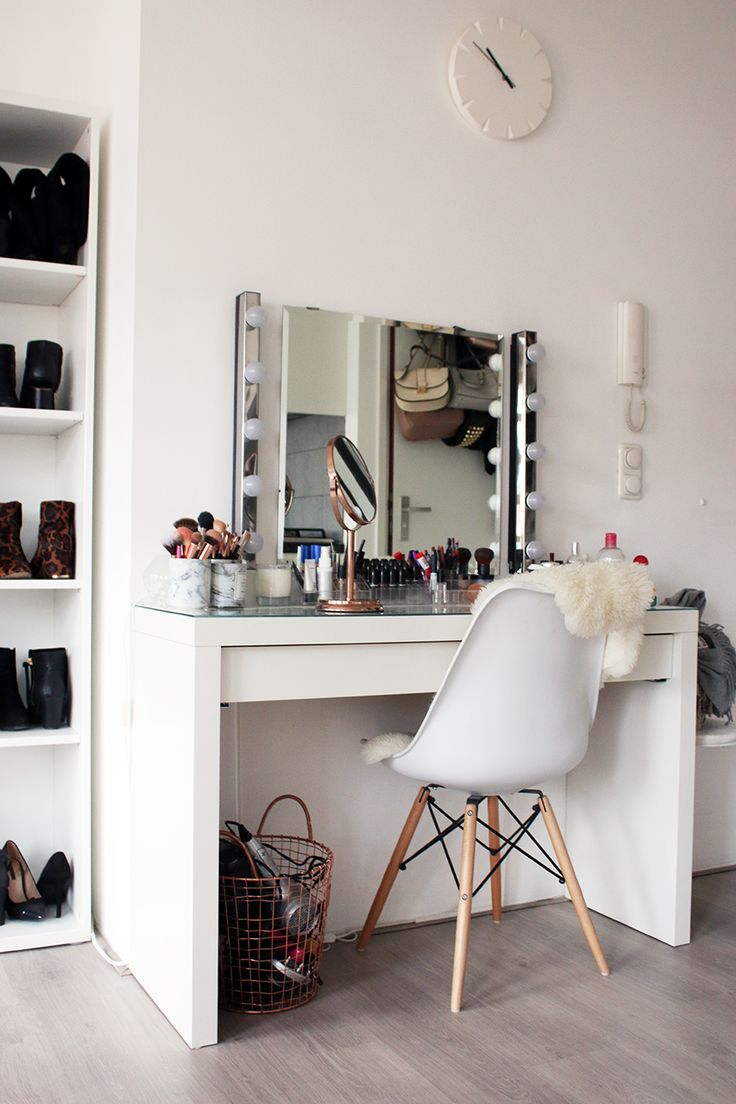This vanity set up is stunning!