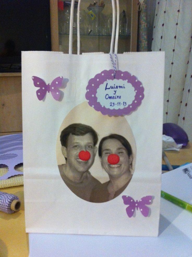 Wedding Emergency Kit. Bolsas de emergencia para la ceremonia de bodas, con sus pañuelos, bolis, gafas, ... Más info en estos2secasan.com